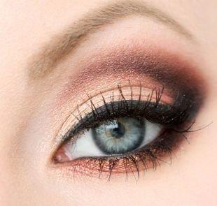 Свадебный макияж с нарощенными ресницами, макияж для серо-голубых глаз в персиково-шоколадных тонах