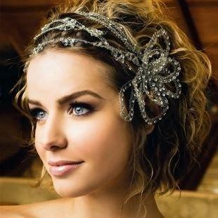 Свадебные прически на бок на короткие волосы, волнистая свадебная прическа на короткие волосы