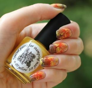 Осенние рисунки на ногтях, осенние листья на ногтях