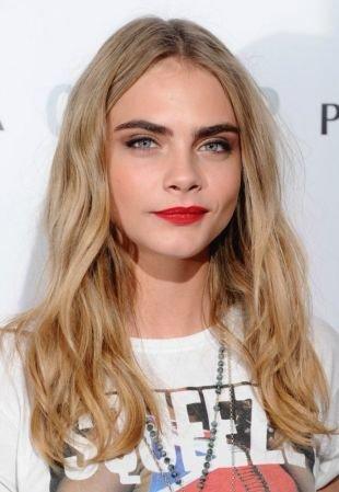 Макияж для блондинок с красной помадой, макияж для серых глаз и светло-русых волос