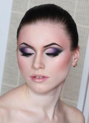 Макияж под фиолетовое платье, макияж для глубоко посаженных глаз