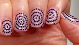 Маникюр космос, розовый дизайн ногтей с блестками