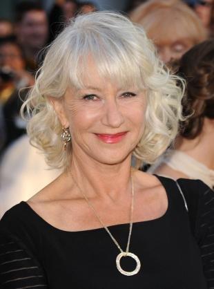 Белый цвет волос на средние волосы, нарядная прическа для женщин после 50 лет