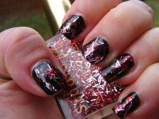 Черный маникюр, черный маникюр с яркими блестками на коротких ногтях