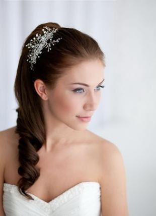 """Свадебные прически с диадемой на длинные волосы, свадебная прическа на основе """"конского хвоста"""""""