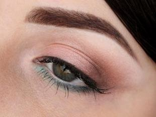 Свадебный макияж в персиковых тонах, нежный макияж для серых глаз