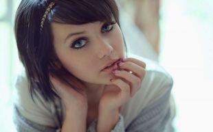 Прически для девочек на короткие волосы, милая прическа на короткие волосы