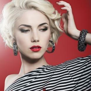 Макияж для блондинок с красной помадой, классический вечерний макияж