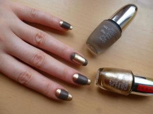 Коричневый маникюр, золотой френч на круглые ногти