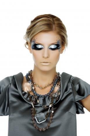 Карнавальный макияж, подиумный макияж с накладными ресницами