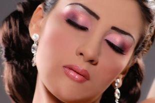 Восточный макияж для карих глаз, красивый розово-сиреневый индийский макияж