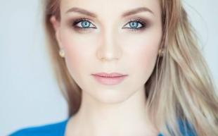 Макияж для голубых глаз под голубое платье, натуральный макияж для голубоглазых блондинок