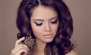 Свадебный макияж для круглого лица, броский макияж глаз