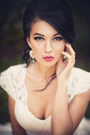 Свадебный макияж для круглого лица, насыщенный свадебный макияж для брюнеток
