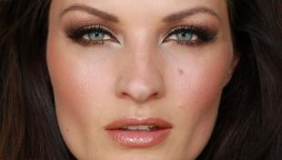 Вечерний макияж под синее платье, коричневый макияж для серых глаз