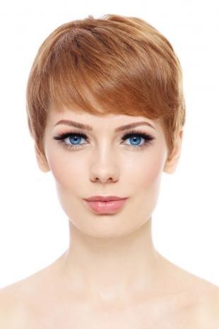 Светло медный цвет волос, стильная стрижка на короткие волосы