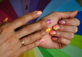 Абстрактные рисунки на ногтях, сочный маникюр на лето