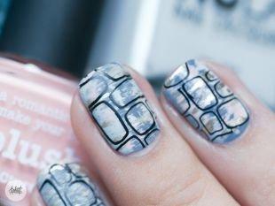 Модные рисунки на ногтях, стильный маникюр с эффектом потертости
