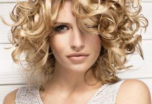 Объемные прически, прическа на средние волосы - укладка