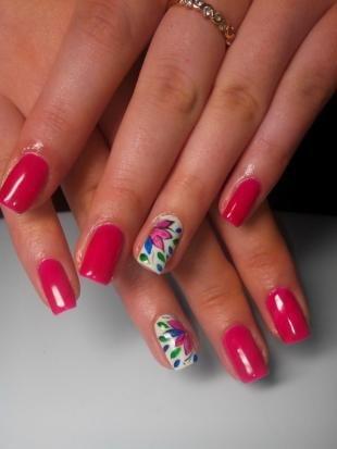 Рисунки на ногтях шеллаком, красный маникюр с цветочным дизайном