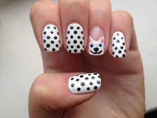 Черно-белый дизайн ногтей, черно-белый маникюр с изображением собачки