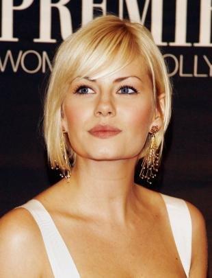 Цвет волос золотистый блонд, стильное короткое каре с челкой