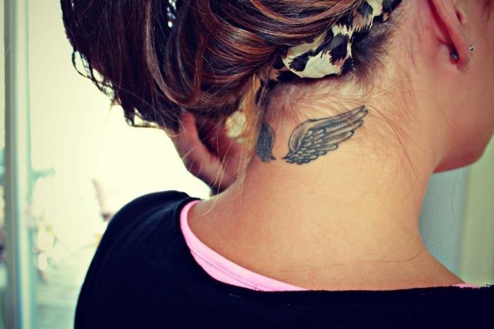 Татуировка для девушек - крылья
