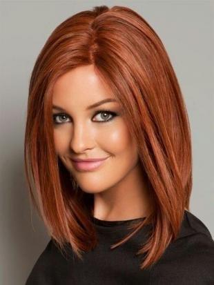 Ярко рыжий цвет волос, модная стрижка на средние волосы