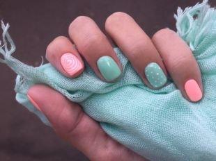 Легкие рисунки на ногтях, бирюзово-розовый маникюр с узорами