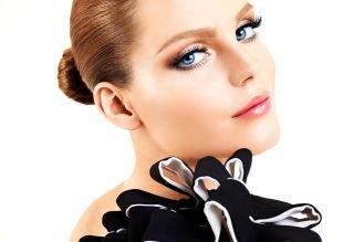 Макияж под черное платье, макияж для голубых глаз с нарощенными ресницами