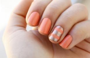 Коралловые ногти с рисунком, летний маникюр на короткие ногти