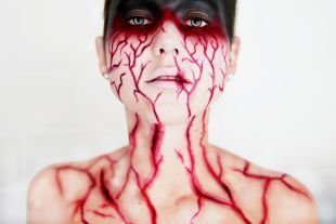 Макияж для голубых глаз на хэллоуин, кровавый макияж на хэллоуин