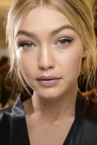 Дневной макияж со стрелками, макияж для серых глаз на каждый день