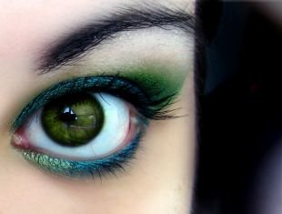 Макияж в синих тонах, удивительный летний макияж для зеленых глаз