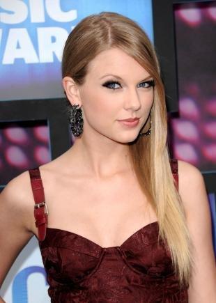 Макияж для маленьких глаз, вечерний макияж для голубых глаз под бордовое платье