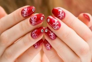 Красно-белый маникюр, рисунки на ногтях в домашних условиях