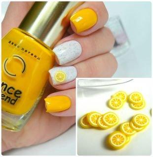 Маникюр с фруктами, двухцветный маникюр с использованием фимо - лимонные дольки