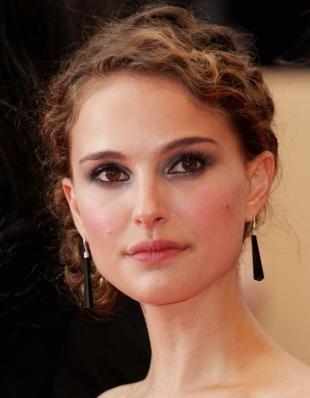 Вечерний макияж под синее платье, макияж для карих глаз с перламутровыми тенями