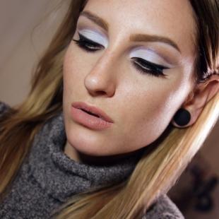 """Вечерний макияж для серо-голубых глаз, сиреневый макияж глаз в технике """"бабетта"""""""