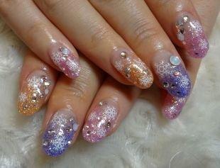 Дизайн гелевых ногтей, зимний маникюр со снежинками