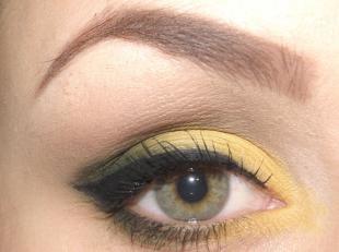 Макияж для опущенных уголков глаз, макияж для серо-зеленых глаз в желто-зеленых тонах