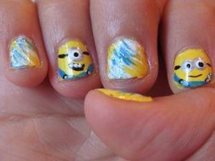 """Молодёжные рисунки на ногтях, смешной маникюр """"миньоны"""" на очень коротких ногтях"""