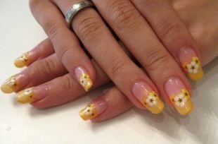 Рисунки дотсом на ногтях, весенний цветочный френч