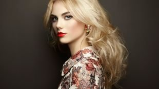 Макияж с красной помадой, макияж для блондинок с серыми глазами