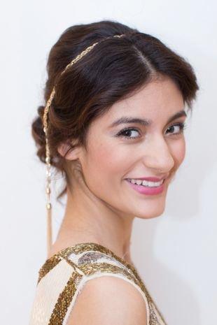 Прически с диадемой на выпускной на средние волосы, прическа на новый год в греческом стиле