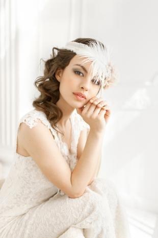 Каштановый цвет волос на длинные волосы, свадебная прическа в стиле чикаго 20-30-х годов