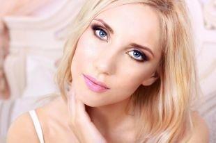 Макияж для увеличения глаз, макияж для голубых глаз с нежно-розовой помадой
