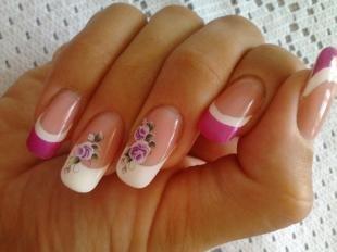 Бело-розовый маникюр, цветной френч с цветами