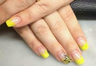 Черный дизайн ногтей, желтый французский маникюр с черным цветком