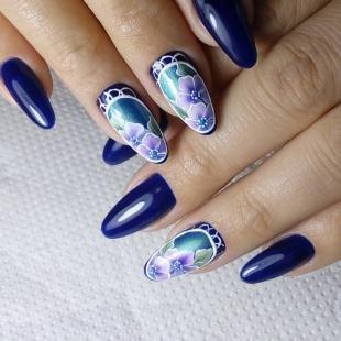 Рисунки на нарощенных ногтях, синий дизайн ногтей с цветами